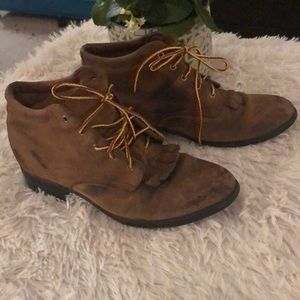 Ariat distressed leather barn booties 9.5